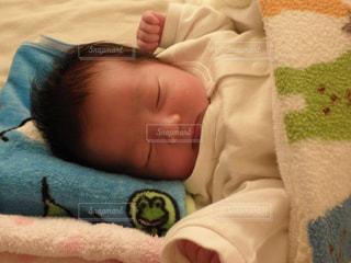 赤ちゃんが寝ています。 - No.740474