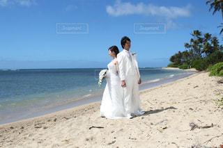 ハワイのビーチでウエディングフォト - No.740509