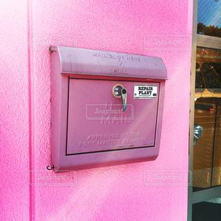 ピンクのドアの写真・画像素材[1137285]