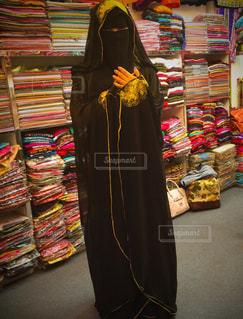 アラブの民族衣装を着用する女性の写真・画像素材[738794]