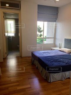 木製の床の寝室の写真・画像素材[740847]