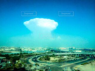 都市の景色と変な雲の写真・画像素材[756377]