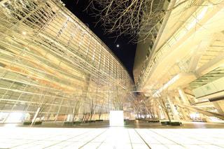 夜の東京国際フォーラムの写真・画像素材[932654]