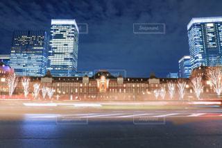 高層ビルを背景にした東京駅 丸の内口の写真・画像素材[934503]
