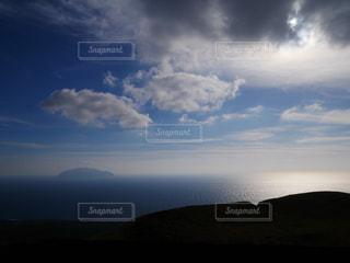 三宅島雄山展望台から見える御蔵島の写真・画像素材[934871]