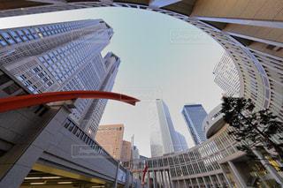 東京都庁を見上げての写真・画像素材[938740]