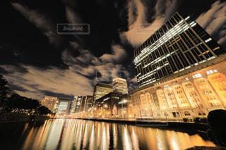 日比谷通りの夜の街明かりの写真・画像素材[944168]