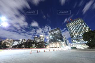 日比谷通りからオフィスビルを眺めての写真・画像素材[944173]