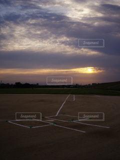黄昏野球場の写真・画像素材[945232]