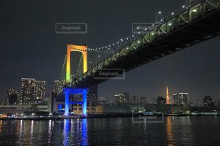 虹色のライトアップされたレインボーブリッジの写真・画像素材[946278]