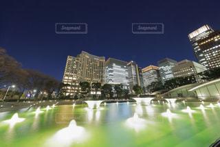 夜の和田倉噴水公園の写真・画像素材[953118]