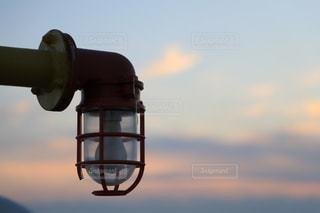 日没前のライトの写真・画像素材[955763]