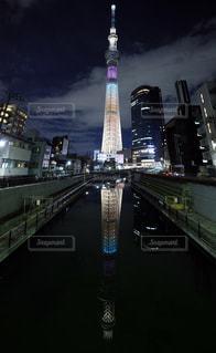 水面にも映る東京スカイツリーの写真・画像素材[993885]
