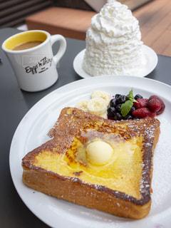フレンチトーストとコーヒーの写真・画像素材[1381543]