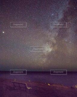 星空とベンチの写真・画像素材[1767978]