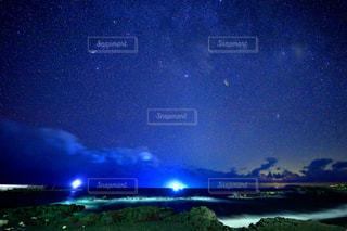 三宅島の海岸から見える夜空の写真・画像素材[1778325]