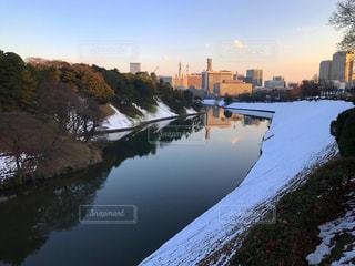 雪が残る皇居のお堀の写真・画像素材[1780184]