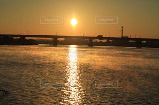 日の出を迎える荒川の写真・画像素材[1787011]