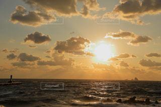 三宅島の灯台と夕焼けの写真・画像素材[1787013]