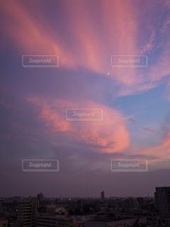 街に沈む夕日の写真・画像素材[1793691]