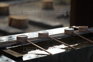 手水舎の柄杓の写真・画像素材[1794488]