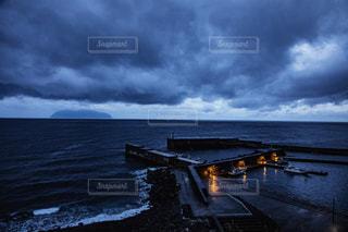 御蔵島が眺められる三宅島の写真・画像素材[1807397]