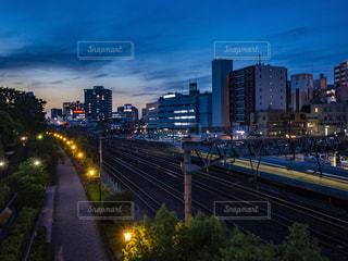 夜を迎える川口駅の写真・画像素材[2165221]