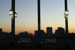 夕暮れ時の都市の景色の写真・画像素材[1092011]