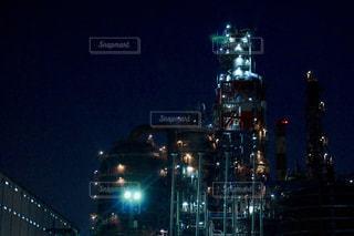 夜のライトアップされた街の写真・画像素材[761898]