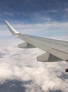 曇りの日に大規模な飛行機の写真・画像素材[739914]