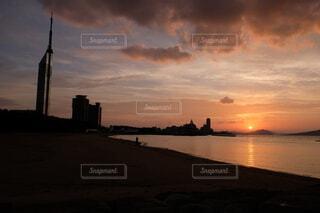 都市風景と夕焼けの写真・画像素材[3654775]
