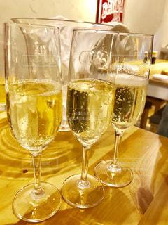 ワイングラスでいっぱいのグラス - No.739346
