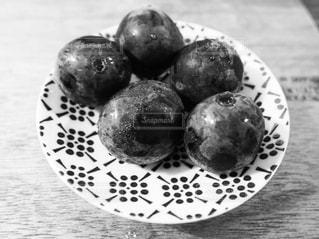 皿の上のフルーツ ボウルの写真・画像素材[785495]