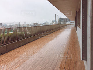 雨宿り~廊下の写真・画像素材[739807]