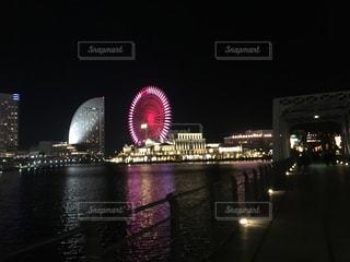 夜ライトアップ橋と景色 - No.978594