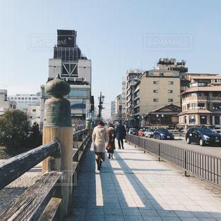 歩道上の人々 のグループの写真・画像素材[740044]