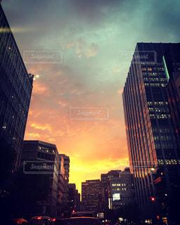 夕暮れ時の都市の景色の写真・画像素材[740087]