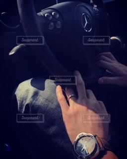 車の中、selfie を取る人の写真・画像素材[740202]