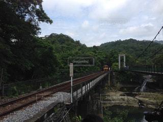 橋の上を走行する列車の写真・画像素材[740910]