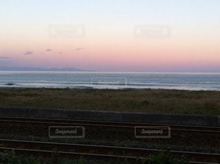 線路と海岸の写真・画像素材[1028525]