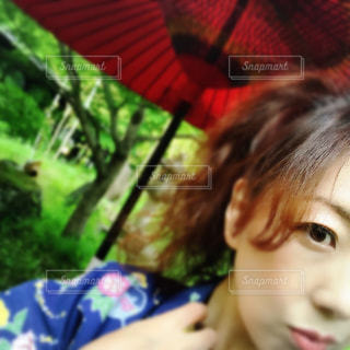 温泉地♨️にて 浴衣と私と和風の庭の写真・画像素材[740979]