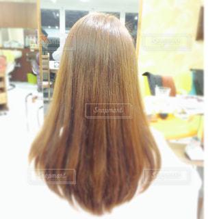 カラーリングしたての髪の写真・画像素材[834338]