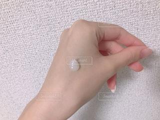ジェルを伸ばす前の手の写真・画像素材[888334]