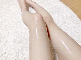 テカり過ぎてる脚の写真・画像素材[1637241]