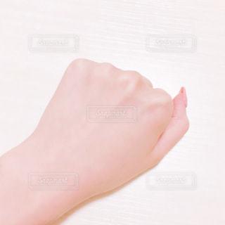 美白の手の写真・画像素材[1637255]