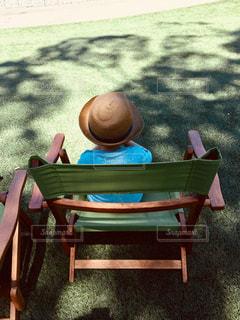 椅子と子供の写真・画像素材[1469017]