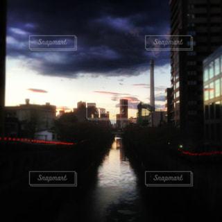 夕暮れ時の目黒川の写真・画像素材[741549]