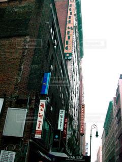 建物の側面にある記号の写真・画像素材[741665]