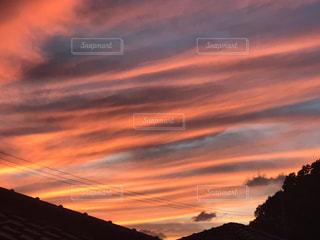 夕焼け空に浮かぶ雲の写真・画像素材[743744]