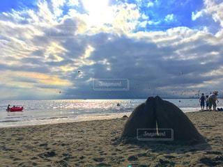 江ノ島海岸と砂で作られたイルカの写真・画像素材[742455]